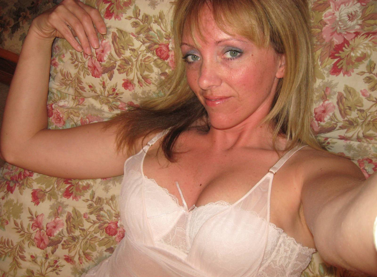 Wife has been out in the cuckold next to husband